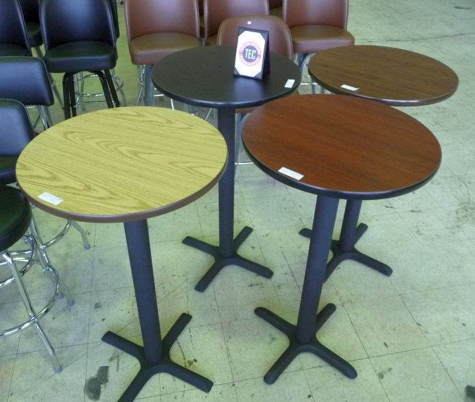 9013 24″ round cocktail table